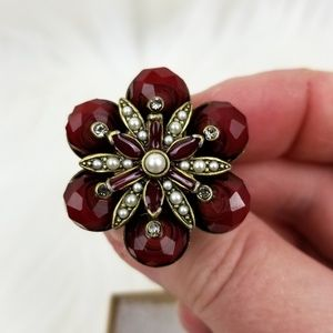 Jewelry - Flower-shaped Cocktail Ring
